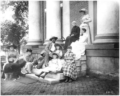 Robert Wickliffe Preston (1850-1914), Sallie Benton Brant McDowell (1853-1923), Margaret Wickliffe Preston (1885-1964), Elsie Lizibel, and a group of unidentified people