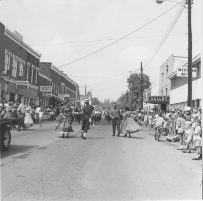 Taylorsville: Spencer Co. homecoming, folk dancers in the street