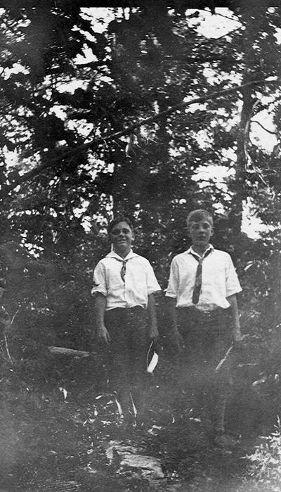 Ned and Francis at sport where dead Kentuckians were buried after Battle of Blue Licks; Blue Licks Battlefield