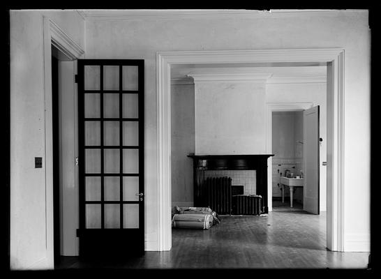 Maxwell Place, interior, door open to bath, right rear, seen through double door