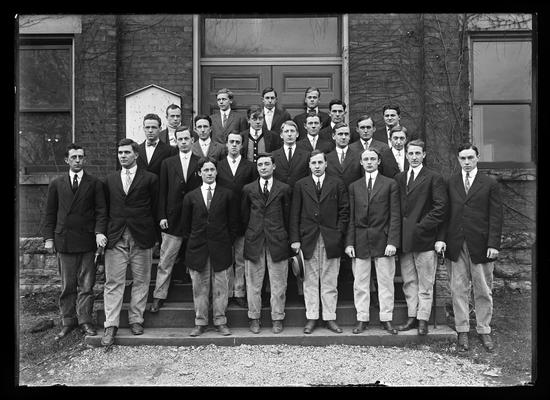 Mechanical Engineers Club on steps of Anderson Hall