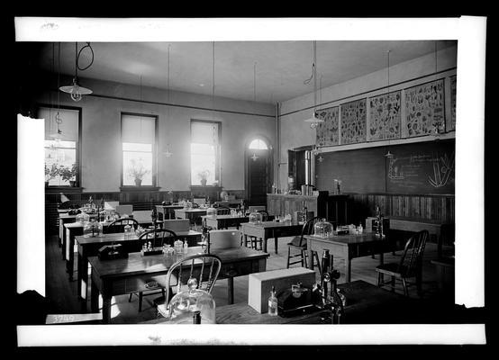 Notation Botanical Laboratory, April 20, 1898, gas lights in laboratory