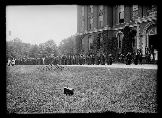 Graduates 1908
