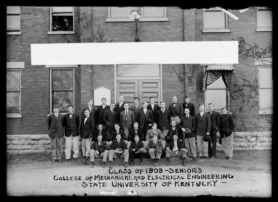 Mechanical Engineering senior class 1909, hats off