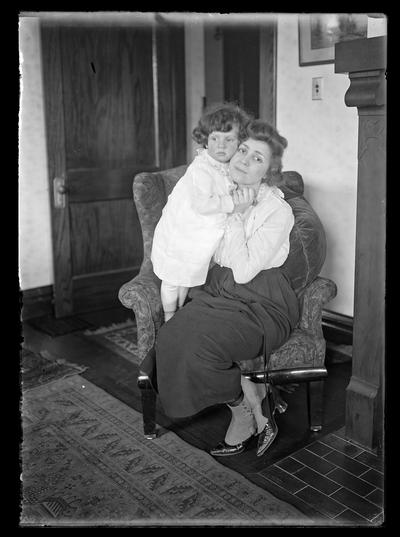 Speyer, woman and girl in chair