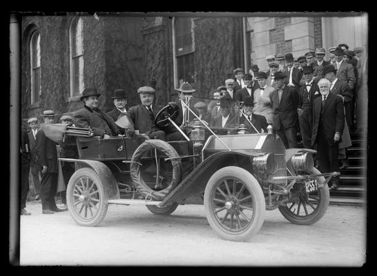William Jennings Bryan and party leaving in auto, Administration Building (Main Building)