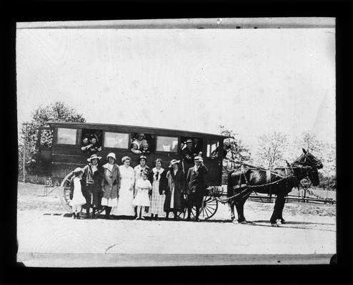 Students and horse-drawn bus that operated in Chilesburg district