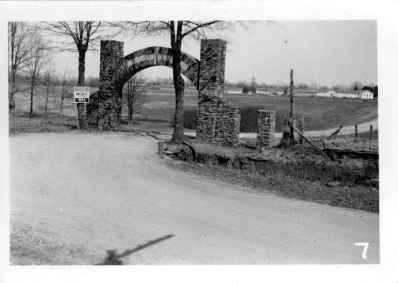 Entrance arch to Blue and Grey State Park