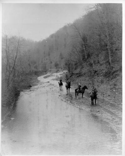 Pack Horse Librarians start down Greasy Creek to remote homes of mountaineers anxious for books