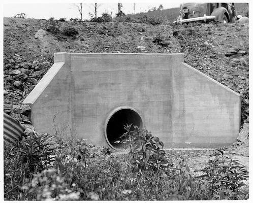 Single-pipe culvert under a roadway