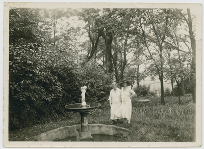 Katherine Helm,                                  The garden on Helm Place, my two sisters Miss Dee and Miss Katherine (verso)