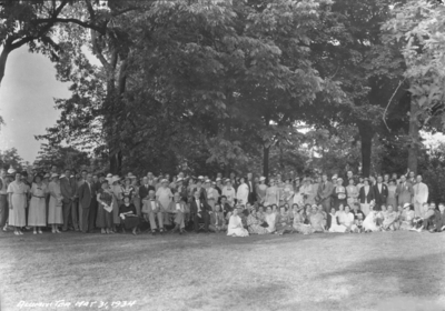 Alumni tea, large group photograph