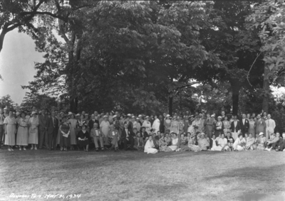 Alumni tea, large group photograph