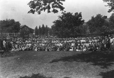 Large group, Commencement