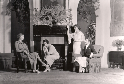 Actresses performing in