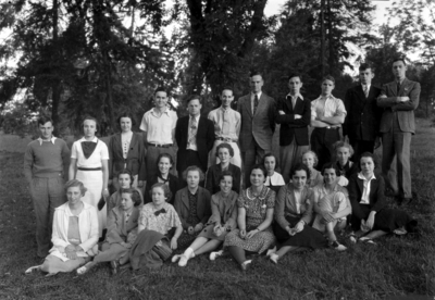 Group photograph, including Jane Allen Webb, Mary Dunn Webb, Virginia Robinson, Dorothy Wunderlich, Katherine Park, Ms. Hawkins, and Jane Welch