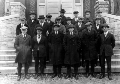 Group photograph, Shaler Geological Society, includes Lawrence Burnham, left front - 1924  Shaler Geological Society, Kentuckian 1922, p.281, in front of Miller Hall