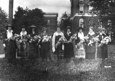 Unidentified women with flowers, sponsors, woman on the right side has the name Nollau under her