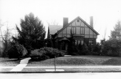 James Poyntz Nelson house, 336 Linden Walk, owned at the time of this print by D. Howard Peak, Business Agent of the University (1916 - 1941). As of 2003, house owned by Michaiel D. Meuser