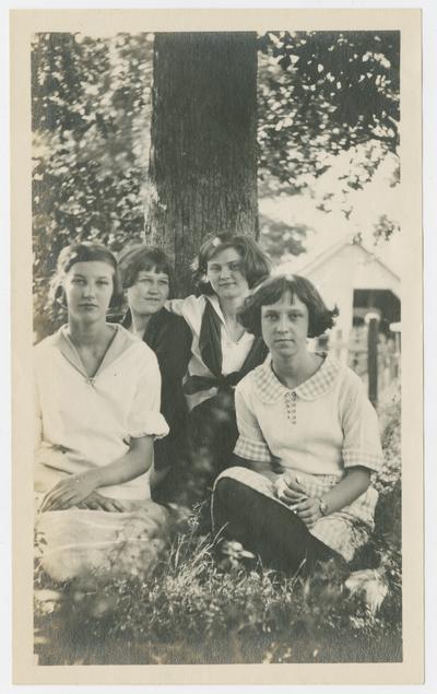 Bonnie Dale Welch, Louise Peal, Clara Steinbeck, Oak Grove near La Center, Kentucky