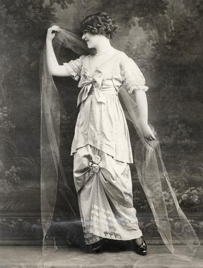 Tea gown by Buloz, Paris