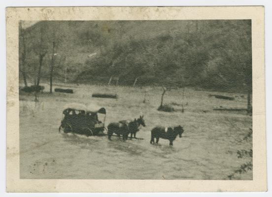 Dr. J.A. Stucky and others coming from Hindman to Jackson after the clinic of 1912 (held in the spring of 1912)