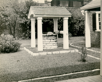 Photograph by the Lexington Herald-Leader of the well in the backyard of the Ephraim McDowell House. 8x10