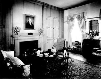 Photograph by the Lexington Herald-Leader an interior view the library at the Ephraim McDowell House. 8x10