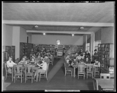 Garth High School; students reading in library