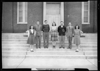 Georgetown College; Round Table; exterior; group                             portrait
