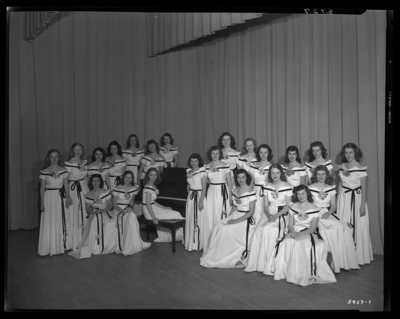 Lafayette High School (Lafayette Parkway at North Picadome Park);                             Charmettes; interior; group of girls with piano